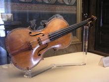 220px-PalacioReal_Stradivarius1.jpg